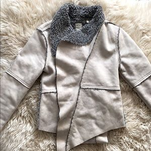 Sherpa jacket by dylan. 🐑